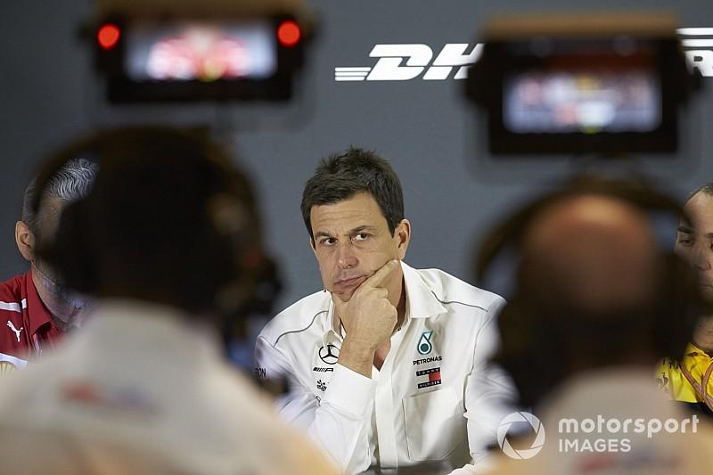FIA-PK: Christian Horner teilt gegen Wolff und Abiteboul aus