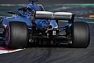 La Mercedes percorre in pieno la Curva 9 anche con il... pieno!
