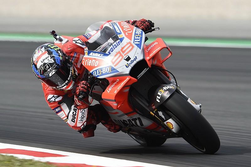 Barcellona, Libere 2: Lorenzo e la Ducati volano ancora davanti a Iannone e Vinales, cade Marquez