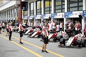 Гран При Макао остановили из-за перелетевшей через ограждение машины