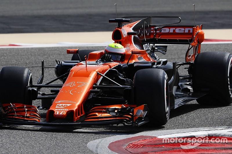 McLaren пришлось менять двигатель после двух кругов на тестах