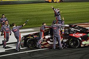 NASCAR Cup Relato da corrida Na tática, Dillon conquista vitória inédita e histórica