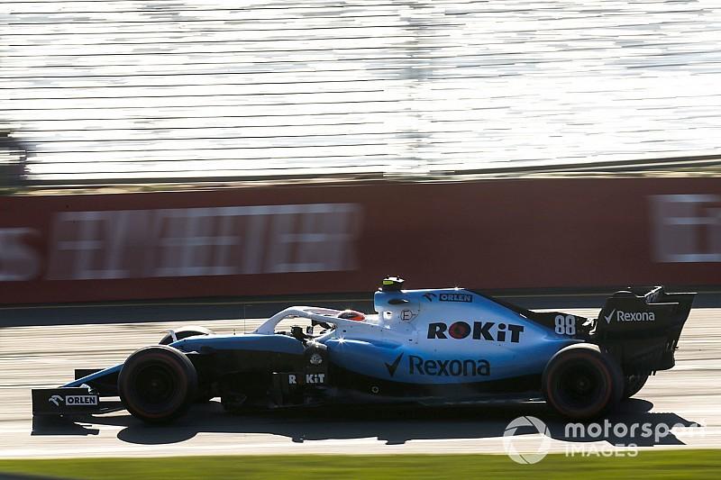 Kubica autójáról nemcsak a szárny, hanem az egyik visszapillantó is leesett