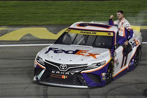 """NASCAR Las Vegas: Denny Hamlin siegt sich in die """"Round of 8"""""""
