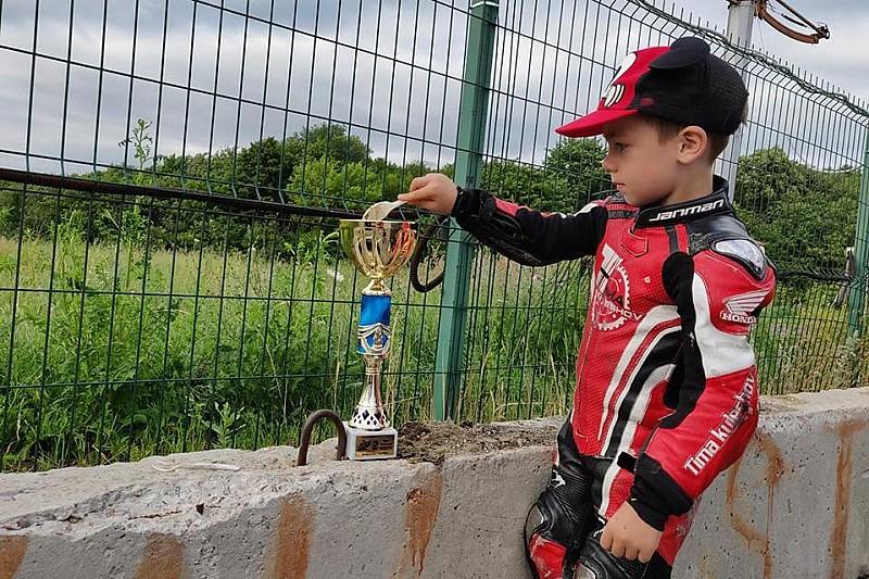 Відео: перший подіум п'ятирічного мотогонщика Кулєшова
