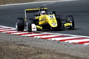 Renault, 2021'de sürücü akademisinden bir pilotla yarışmak istiyor