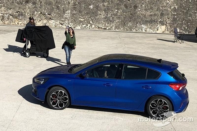 Flagra - Novo Ford Focus 2019 é pego sem camuflagem durante gravação