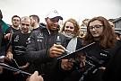 Weltmeister-Ehren: Mercedes-Team empfängt Lewis Hamilton