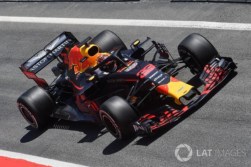 Verstappen edges Sainz on first Barcelona test day