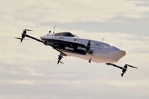 Así surca el cielo el primer coche de carreras volador
