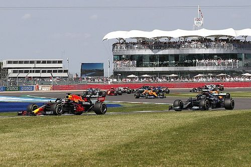 """La FIA ahora sanciona porque """"se sacaban mucho los codos"""""""