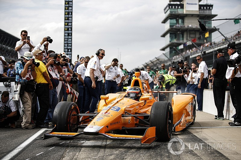 "McLaren ""neither confirms nor denies"" IndyCar rumors"