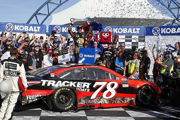 Monster Energy NASCAR Cup Dramatik son turun ardından Truex Las Vegas'ta zaferin sahibi