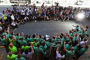 Forma-1 Különleges esemény A fotós szemével: Hamilton és a Mercedes ünneplése