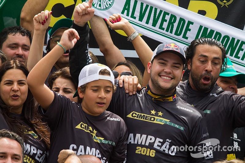 """""""Vivendo um sonho"""", Fraga destaca trabalho do time em 2016"""