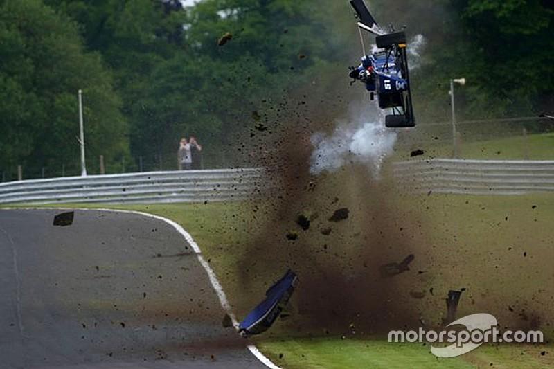 Flugeinlage bei Britischer Formel 3 in Oulton Park: Fahrer okay