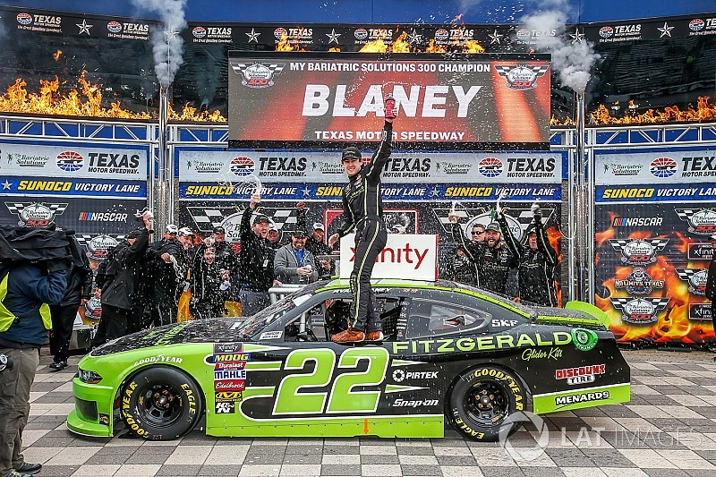 Ryan Blaney domina la Xfinity Series en Texas