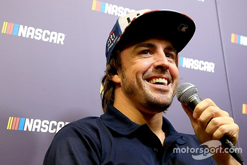 Fernando Alonso e Jimmie Johnson si scambieranno le auto a fine novembre in Bahrain