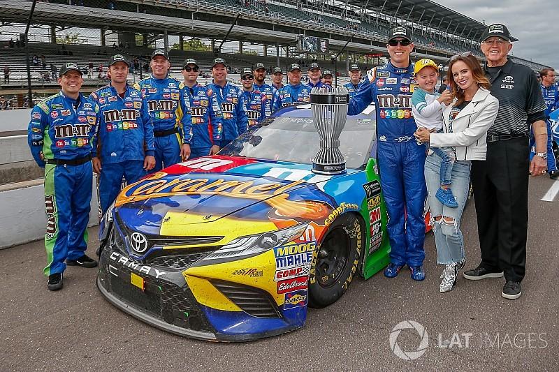 Kyle Busch es campeón de la temporada regular en NASCAR