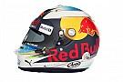 Формула 1 Ріккардо показав шолом на новий сезон Ф1