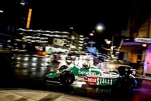 Vintage Breaking news Konvoi mobil F1 pecahkan kesunyian malam jalan raya Adelaide