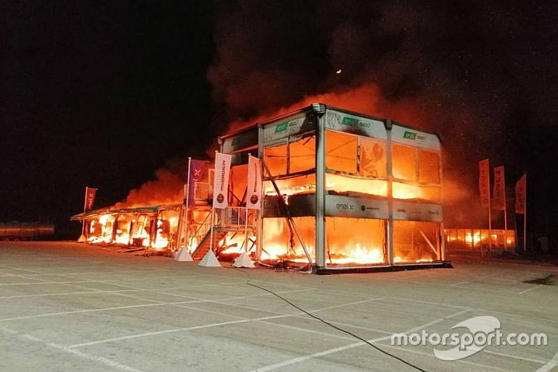 新カテゴリーMotoEマシン、全台焼失。テスト中のヘレスで火災に巻き込まれる