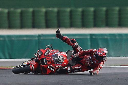 Beide Ducati-Fahrer stürzen in Kurve 15: Lag es am harten Vorderreifen?