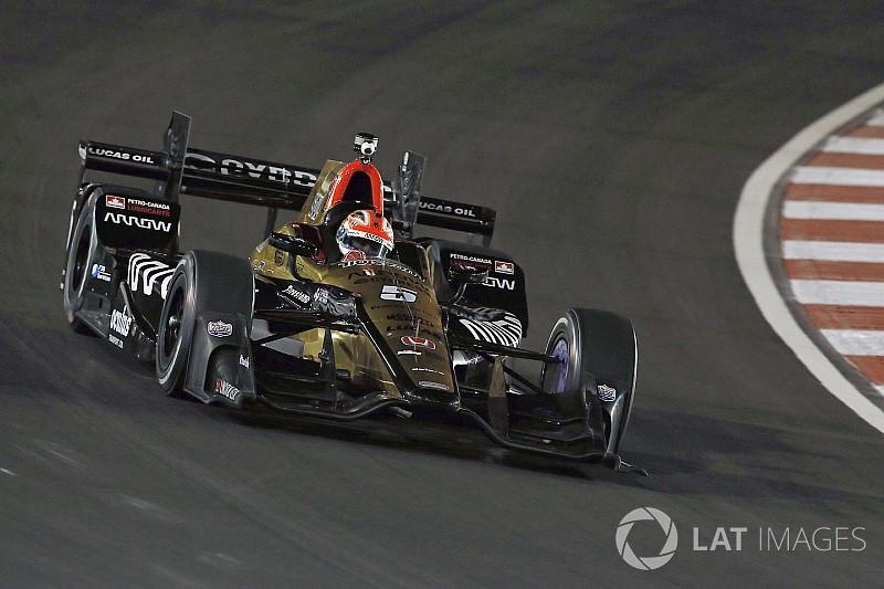 Éjszakai bokszkiállás az IndyCar-ban