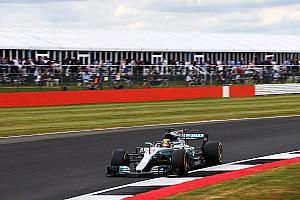 Formule 1 Verslag vrije training Hamilton nipt sneller dan Vettel in laatste training Silverstone, Verstappen achtste