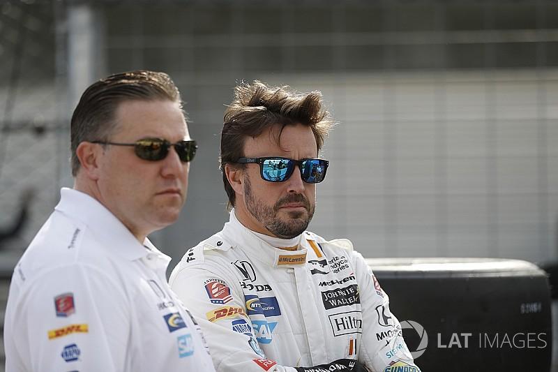 """McLaren diz ter """"planos B e C"""" caso Alonso decida sair"""