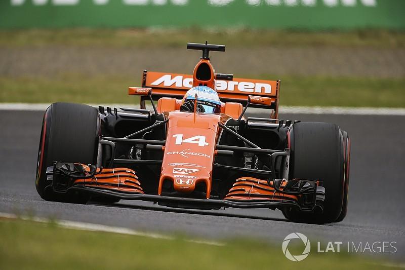 Alonso leva reprimenda por ignorar bandeiras azuis no Japão