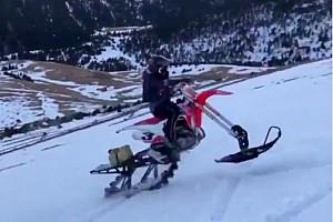 Vídeo: Márquez experimenta con un híbrido entre moto de cross y de nieve