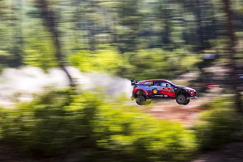 Turkey WRC: Neuville leads as Loeb stars despite setback