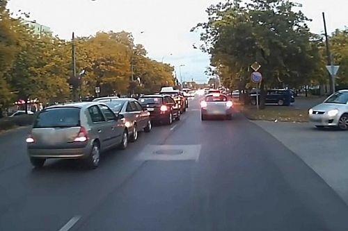 Ezért nem szabad telefonozni vezetés közben – videón a Pesti úti baleset