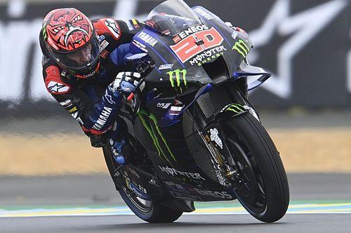 Чехарда с погодой едва не подарила Маркесу поул на гонке MotoGP в Ле-Мане. Но в итоге впереди две заводских Yamaha