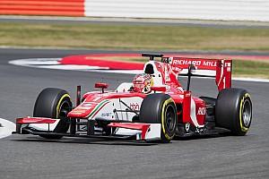 FIA F2 Отчет о гонке Дымящийся мотор и поломка зеркала не помешали Леклеру выиграть в Ф2