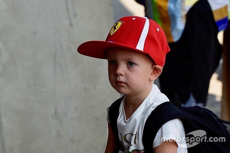 Így tanítja a fiát motorozni Räikkönen