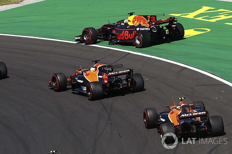 """ريكاردو ينتقد فيرشتابن """"الهاوي"""" إثر حادثة تصادمهما في اللفّة الأولى لسباق المجر"""