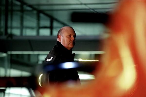 Формула 1 Новость Новый McLaren сфотографировали в аэропорту