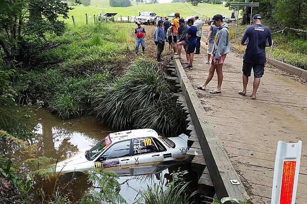 Rallye Australien: Auto versinkt nach Abflug im Fluss