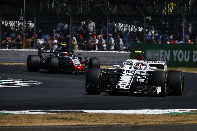 Leclerc újabb zseniális teljesítménye, ezúttal a Brit Nagydíj időmérőjén
