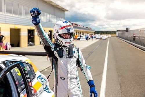 Tasmania TCR: Cox wins dramatic final heat
