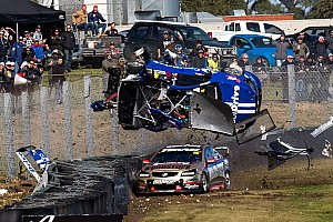Supercars Fotostrecke Bildergalerie: Hazelwood crasht mit 260 km/h in Sandown