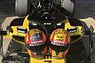 Sainz pide consejo para elegir su casco para la F1 2018