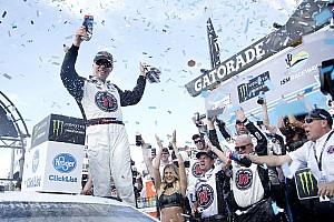 NASCAR Cup Отчет о гонке Харвик выиграл третью гонку подряд со старта сезона