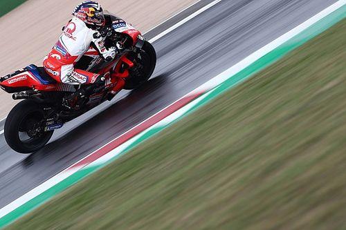 MotoGP | Misano, Libere 1: Zarco vola sul bagnato, cade Bagnaia