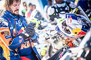 Dakar leader Price says broken wrist is 'on fire'