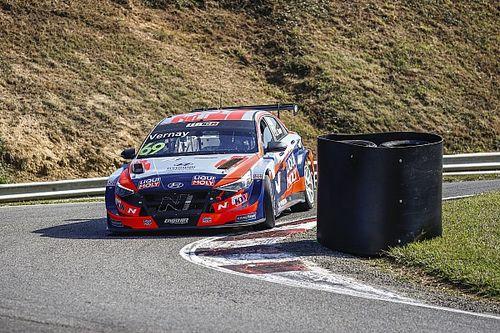 WTCR, Pau-Arnos: Vernay batte le Lynk&Co nella tonnara di Gara 2