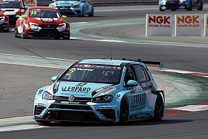 TCR Gara Pepe Oriola ritrova la vittoria in Gara 1 a Dubai, Vernay è Campione