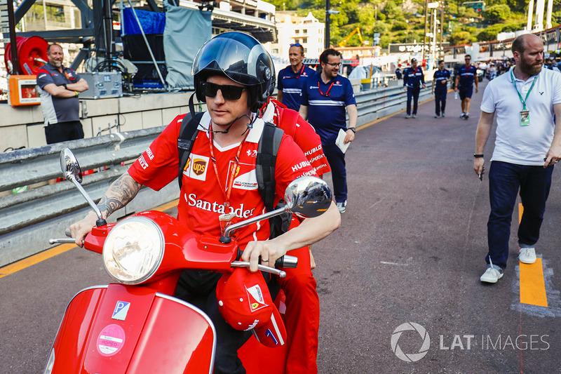 Кімі Райкконен, Ferrari, на скутері
